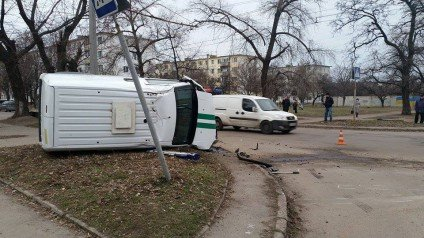 У Черкасах на перехресті інкасаторське авто та Geely не розминулися один з одним, фото-3