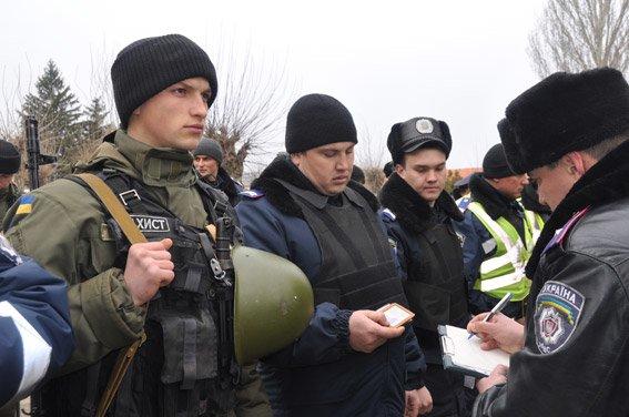 В Николаеве «новоиспеченные» нацгвардейцы учились «вычислять» террористов (ФОТОРЕПОРТАЖ) (фото) - фото 1