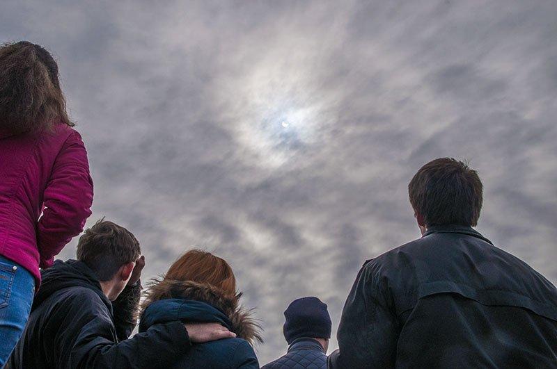 Краденое солнце. Сегодня жители белгорода наблюдали солнечное затмение (фото) - фото 2