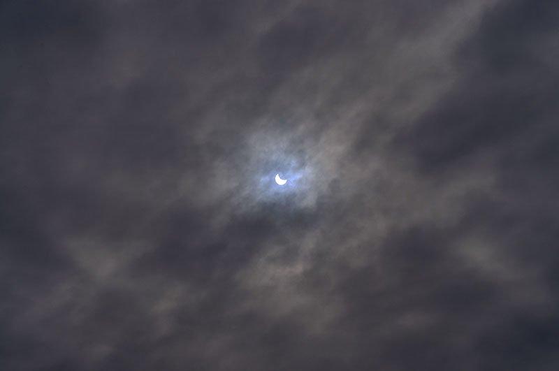 Краденое солнце. Сегодня жители белгорода наблюдали солнечное затмение (фото) - фото 3