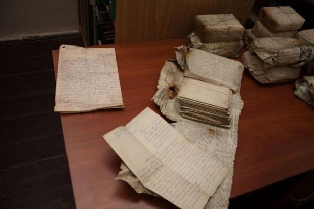 На Тернопільщині викопали бідон з архівом Служби безпеки ОУН (ФОТО) (фото) - фото 1