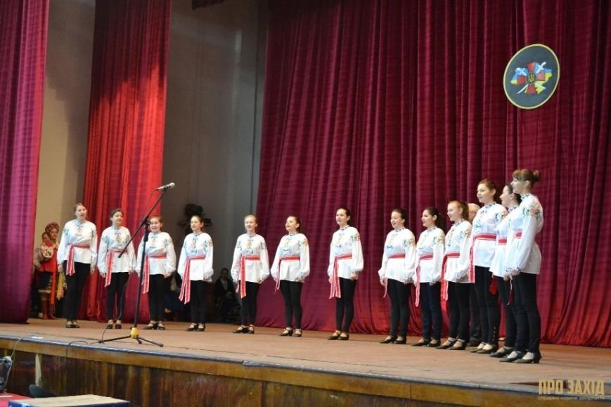Героям слава! В Ужгороді відбулися урочистості на честь закарпатських військових (Фоторепортаж) (фото) - фото 30