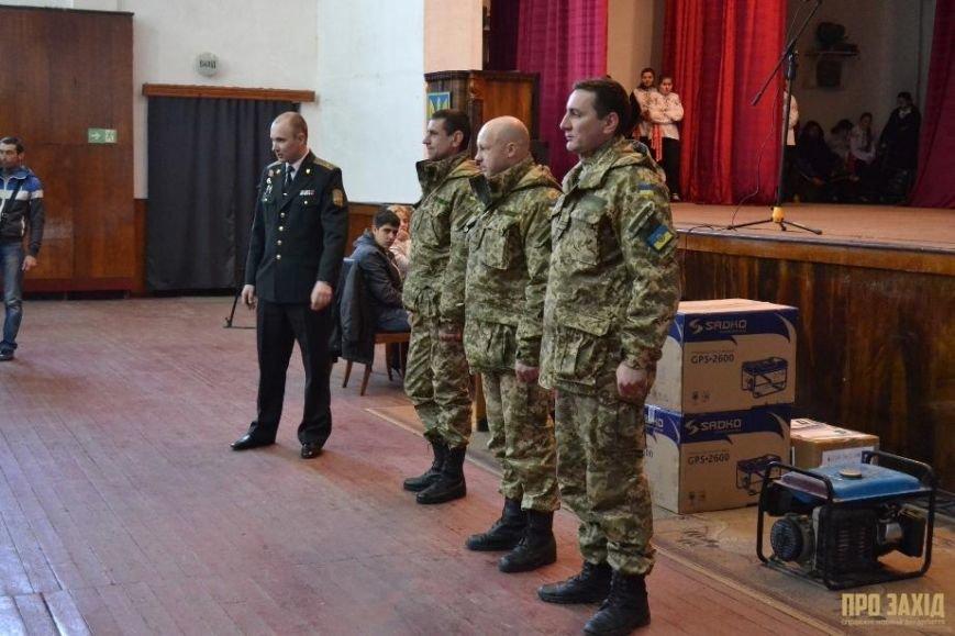 Героям слава! В Ужгороді відбулися урочистості на честь закарпатських військових (Фоторепортаж) (фото) - фото 24