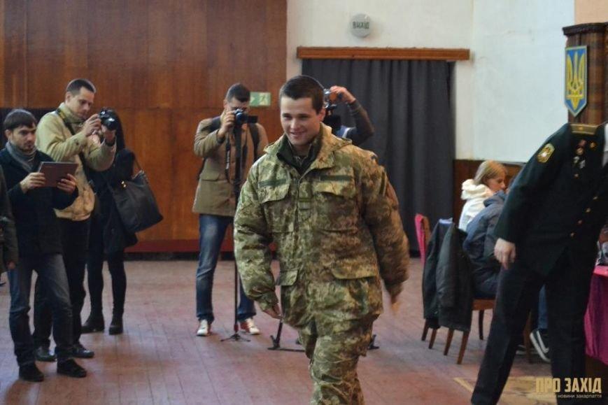 Героям слава! В Ужгороді відбулися урочистості на честь закарпатських військових (Фоторепортаж) (фото) - фото 13