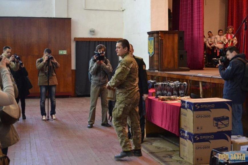 Героям слава! В Ужгороді відбулися урочистості на честь закарпатських військових (Фоторепортаж) (фото) - фото 12