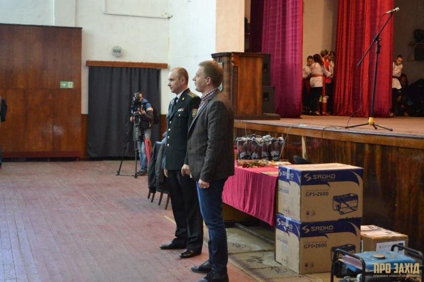 Героям слава! В Ужгороді відбулися урочистості на честь закарпатських військових (Фоторепортаж) (фото) - фото 20