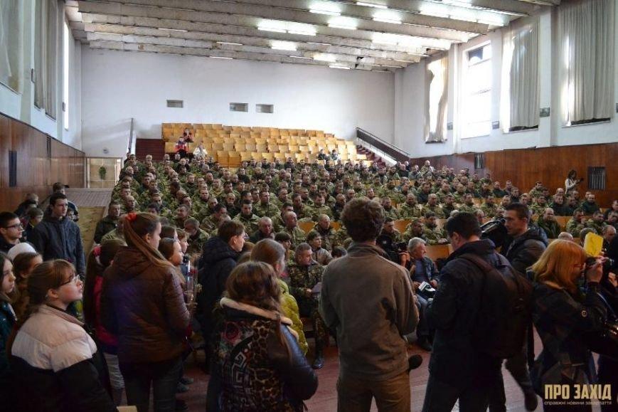 Героям слава! В Ужгороді відбулися урочистості на честь закарпатських військових (Фоторепортаж) (фото) - фото 5