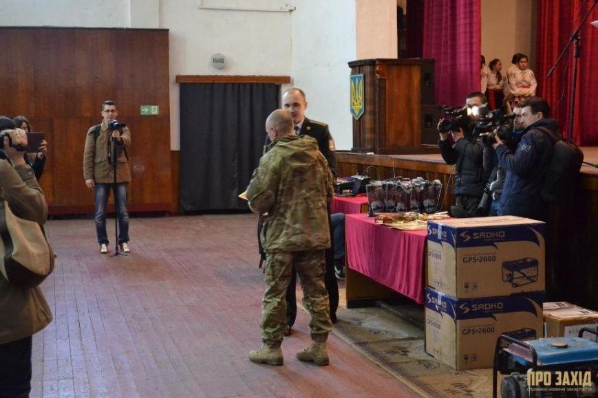 Героям слава! В Ужгороді відбулися урочистості на честь закарпатських військових (Фоторепортаж) (фото) - фото 9