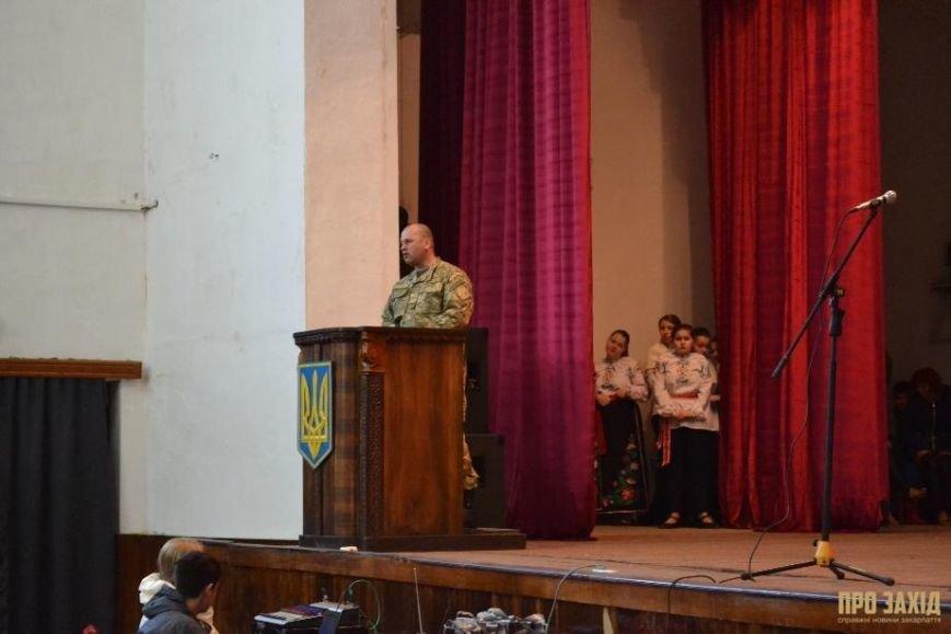 Героям слава! В Ужгороді відбулися урочистості на честь закарпатських військових (Фоторепортаж) (фото) - фото 26