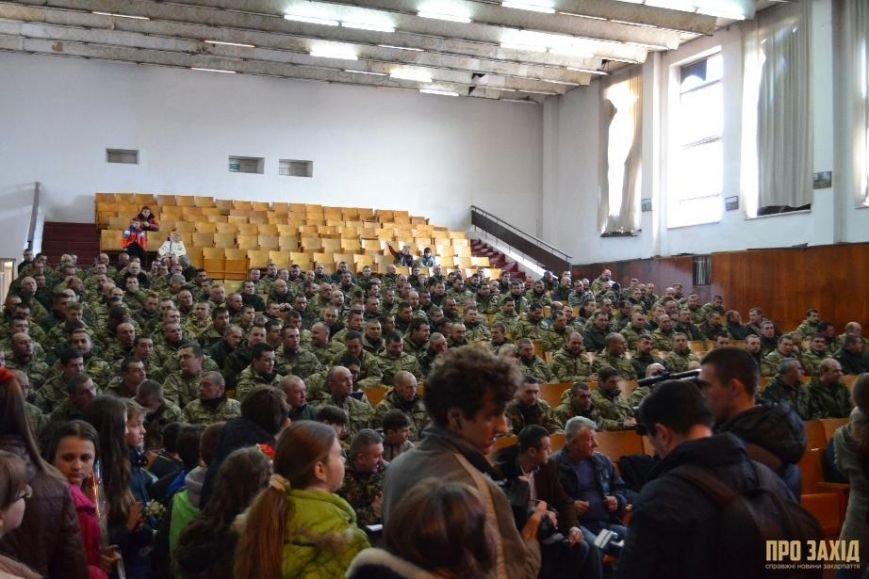 Героям слава! В Ужгороді відбулися урочистості на честь закарпатських військових (Фоторепортаж) (фото) - фото 4