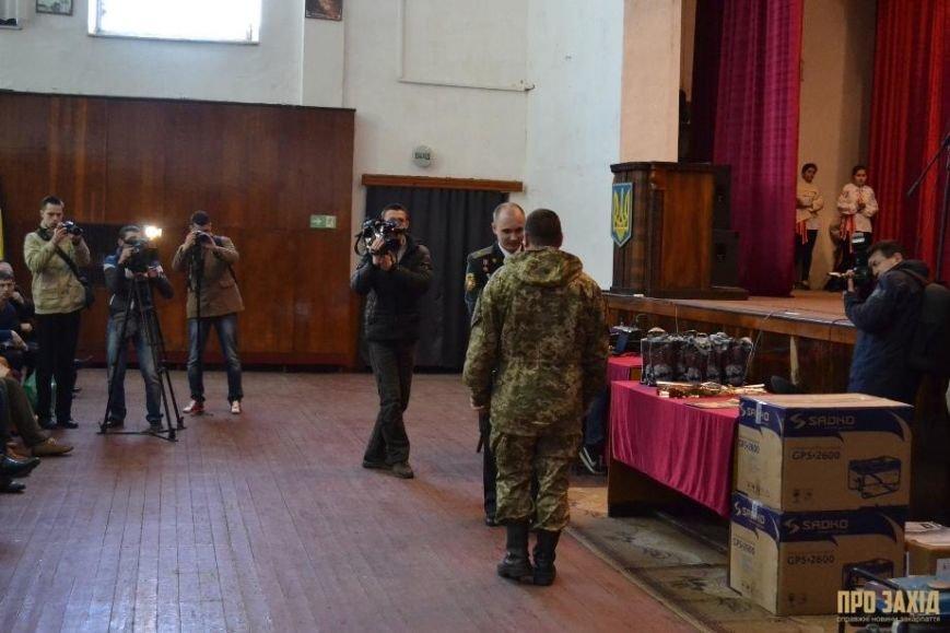 Героям слава! В Ужгороді відбулися урочистості на честь закарпатських військових (Фоторепортаж) (фото) - фото 7