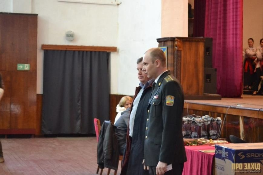 Героям слава! В Ужгороді відбулися урочистості на честь закарпатських військових (Фоторепортаж) (фото) - фото 23