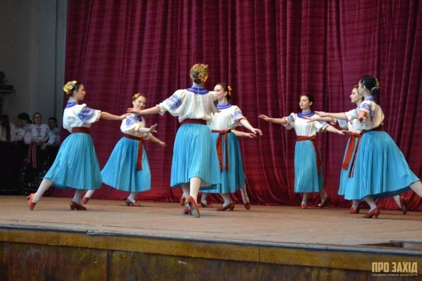 Героям слава! В Ужгороді відбулися урочистості на честь закарпатських військових (Фоторепортаж) (фото) - фото 32