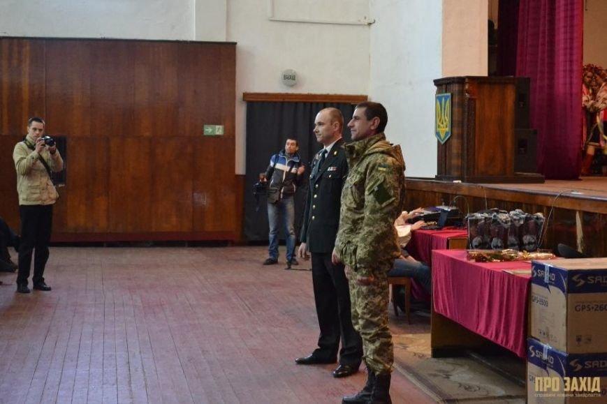 Героям слава! В Ужгороді відбулися урочистості на честь закарпатських військових (Фоторепортаж) (фото) - фото 19