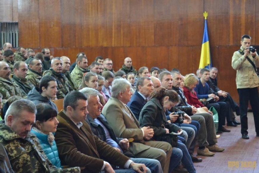 Героям слава! В Ужгороді відбулися урочистості на честь закарпатських військових (Фоторепортаж) (фото) - фото 21
