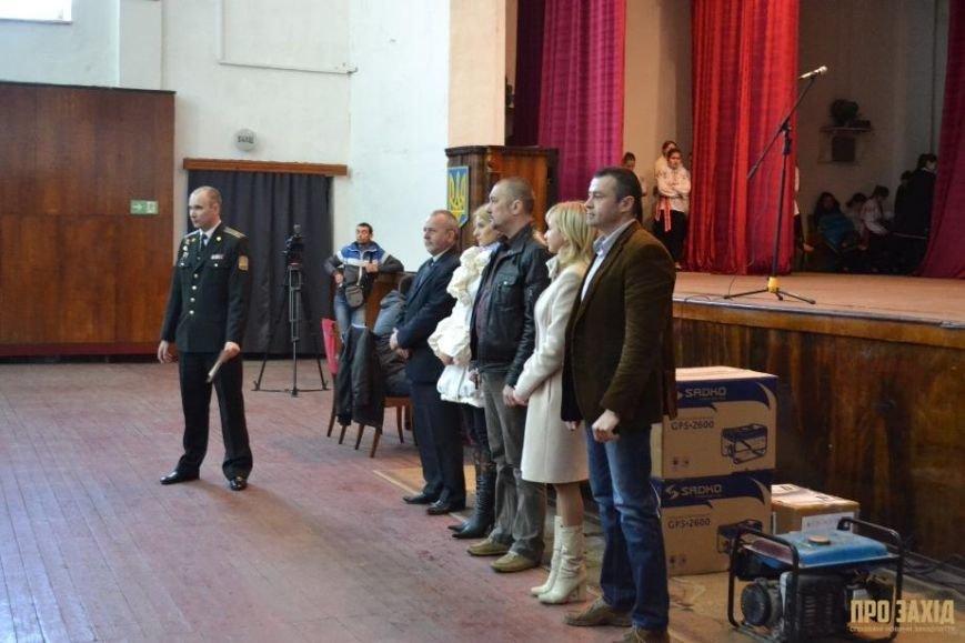 Героям слава! В Ужгороді відбулися урочистості на честь закарпатських військових (Фоторепортаж) (фото) - фото 27