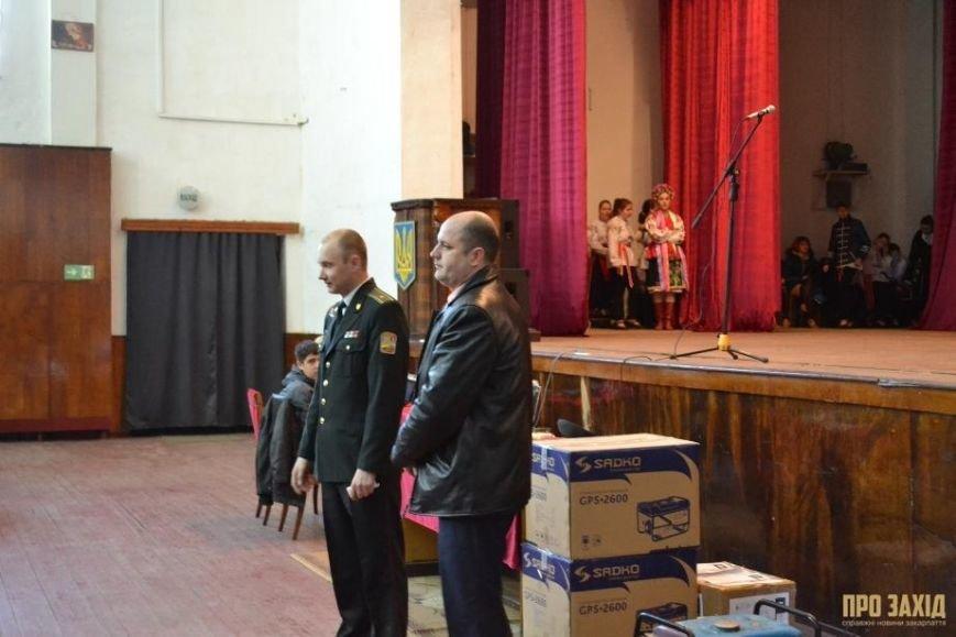 Героям слава! В Ужгороді відбулися урочистості на честь закарпатських військових (Фоторепортаж) (фото) - фото 22
