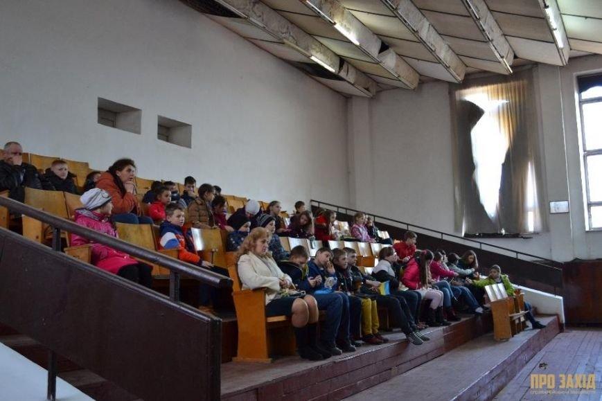 Героям слава! В Ужгороді відбулися урочистості на честь закарпатських військових (Фоторепортаж) (фото) - фото 28