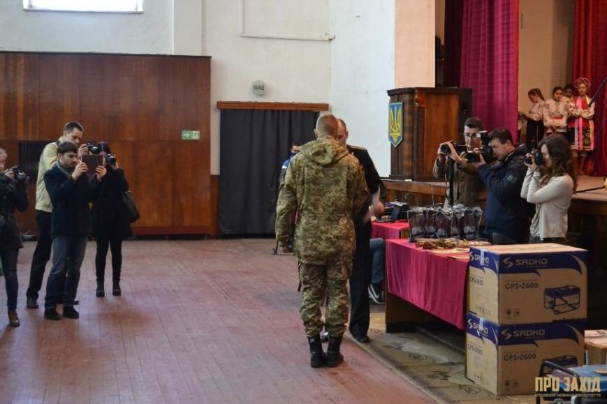 Героям слава! В Ужгороді відбулися урочистості на честь закарпатських військових (Фоторепортаж) (фото) - фото 10