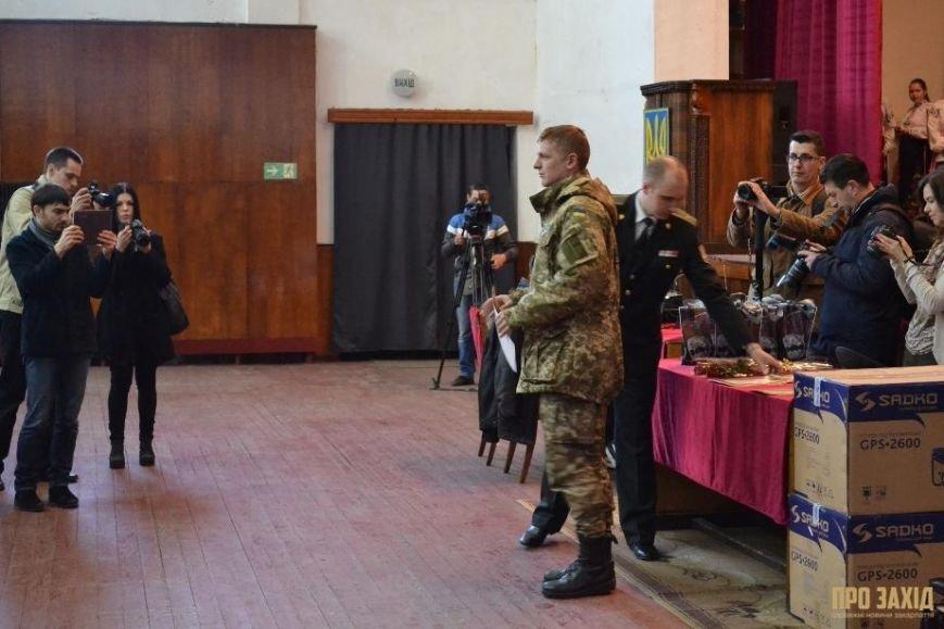 Героям слава! В Ужгороді відбулися урочистості на честь закарпатських військових (Фоторепортаж) (фото) - фото 15