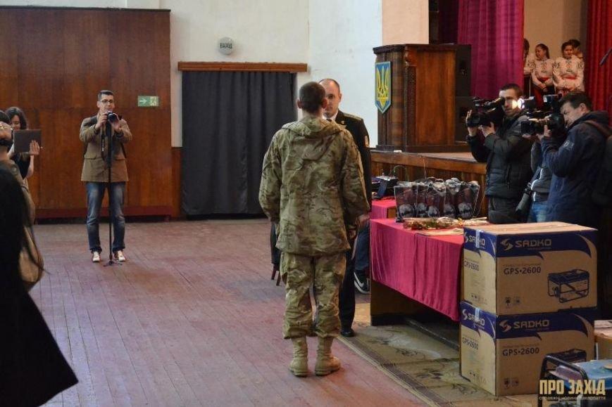 Героям слава! В Ужгороді відбулися урочистості на честь закарпатських військових (Фоторепортаж) (фото) - фото 14