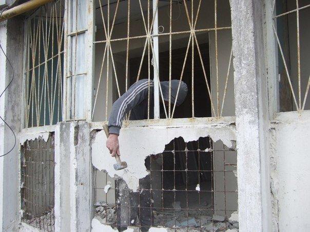 В одесской «пизанской башне» строители таки выбили фасадную стену (ФОТО) (фото) - фото 1