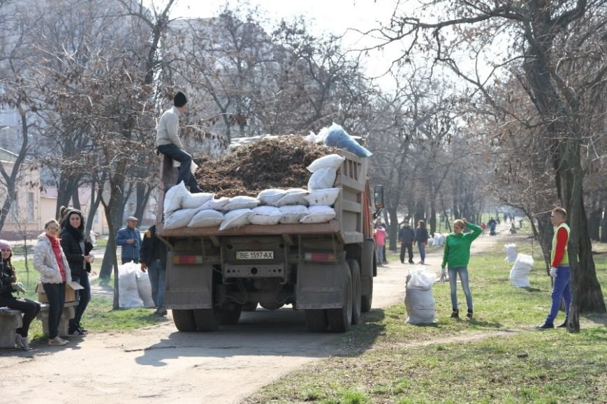 30 тысяч николаевцев приняли участие в мегасубботнике (ФОТО) (фото) - фото 11