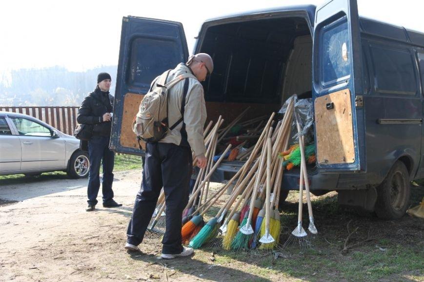 30 тысяч николаевцев приняли участие в мегасубботнике (ФОТО) (фото) - фото 1
