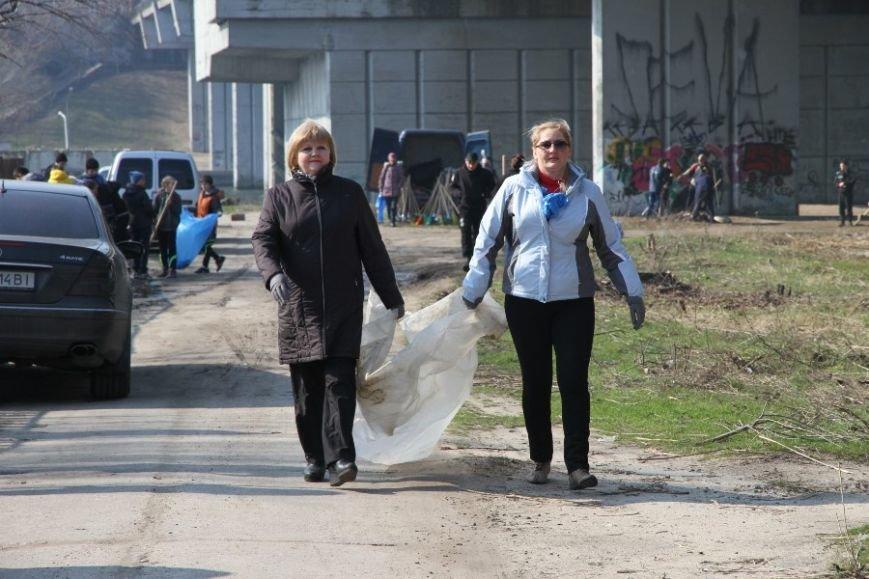30 тысяч николаевцев приняли участие в мегасубботнике (ФОТО) (фото) - фото 5