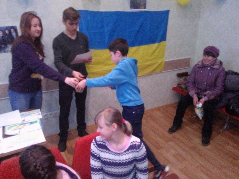 Маленькие патриоты Никополя подготовили подарки для украинских воинов (фото) (фото) - фото 1
