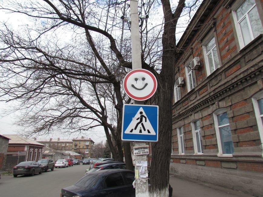 У СБУ в Мариуполе улыбаются даже дорожные знаки (ФОТОФАКТ), фото-4