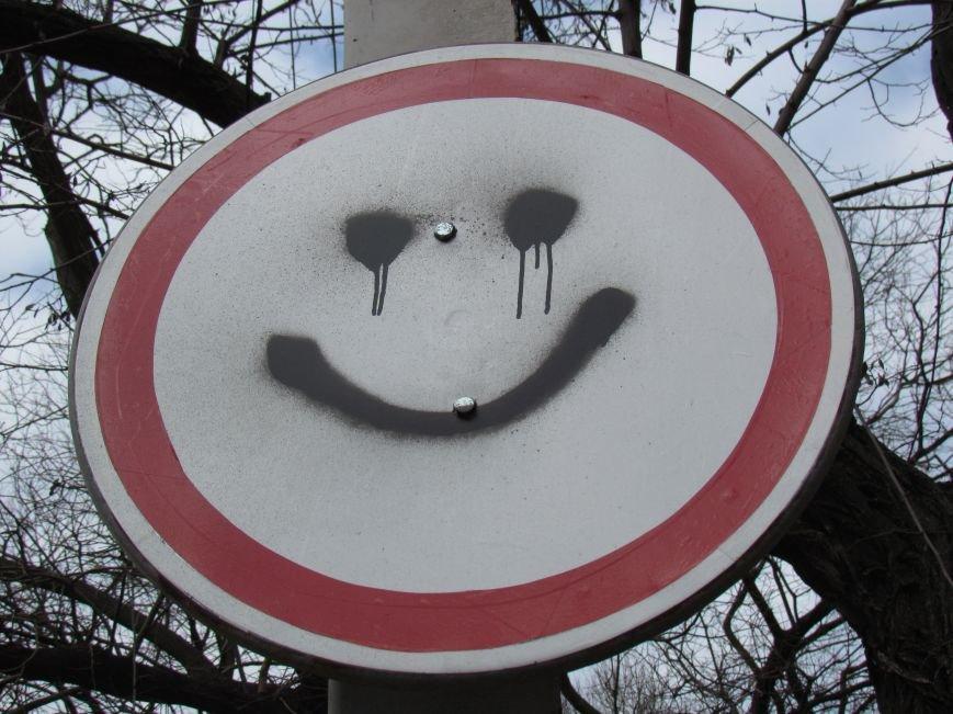 У СБУ в Мариуполе улыбаются даже дорожные знаки (ФОТОФАКТ), фото-1