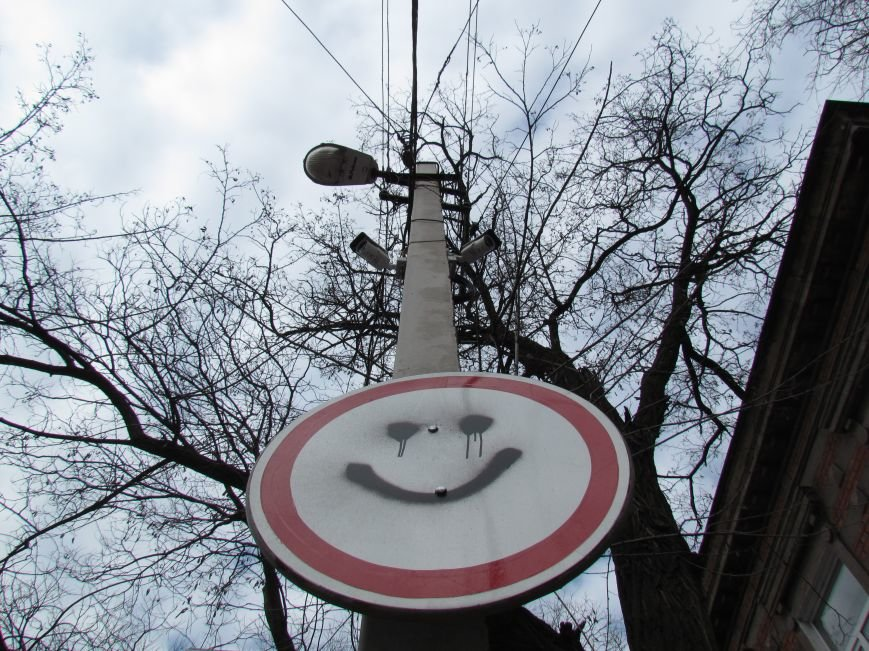 У СБУ в Мариуполе улыбаются даже дорожные знаки (ФОТОФАКТ), фото-2