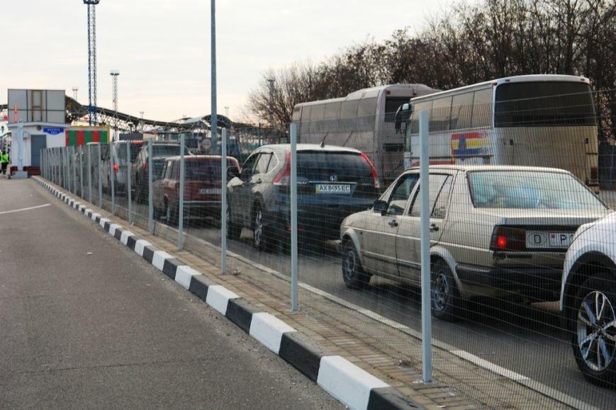 На российско-украинской границе в Белгородской области образовался транспортный коллапс (фото) - фото 2