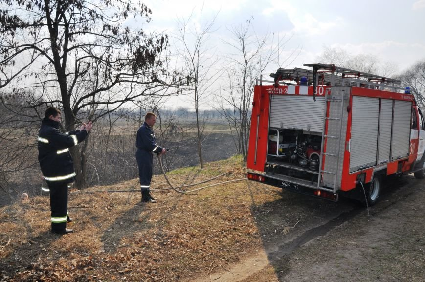 Пожарные в Юбилейном: обширное возгорание сухой травы и листьев (ФОТО и ВИДЕО), фото-6