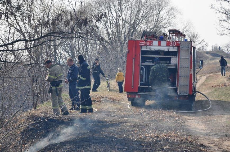 Пожарные в Юбилейном: обширное возгорание сухой травы и листьев (ФОТО и ВИДЕО), фото-8