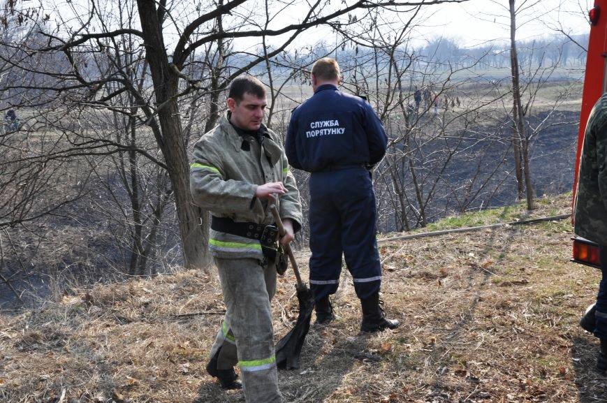 Пожарные в Юбилейном: обширное возгорание сухой травы и листьев (ФОТО и ВИДЕО), фото-7