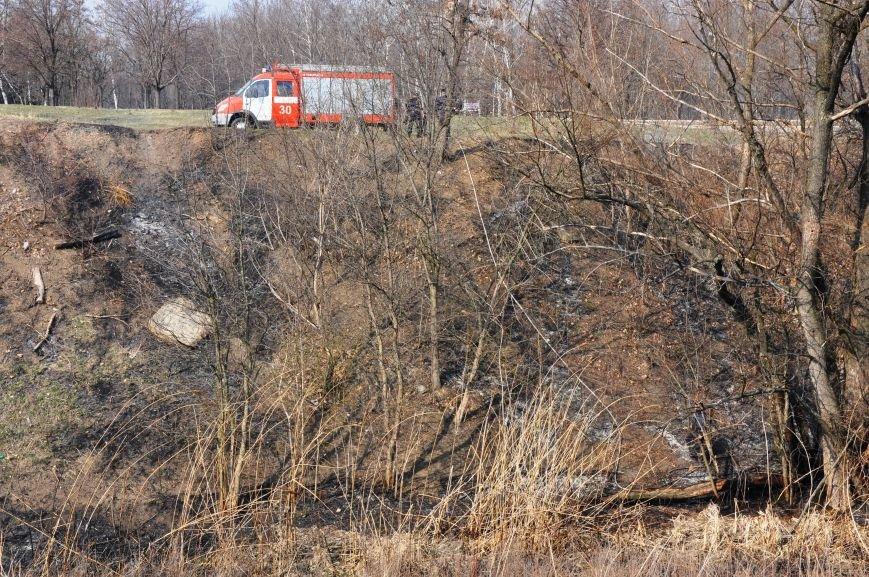 Пожарные в Юбилейном: обширное возгорание сухой травы и листьев (ФОТО и ВИДЕО), фото-9