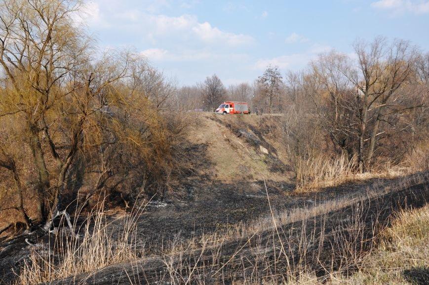 Пожарные в Юбилейном: обширное возгорание сухой травы и листьев (ФОТО и ВИДЕО), фото-11