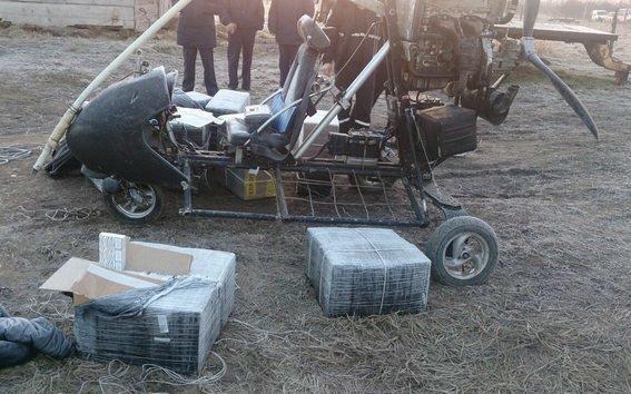 На кордоні затримали контрабандистів, які на мотодельтаплані переправляли через кордон сигарети (ФОТО) (фото) - фото 1