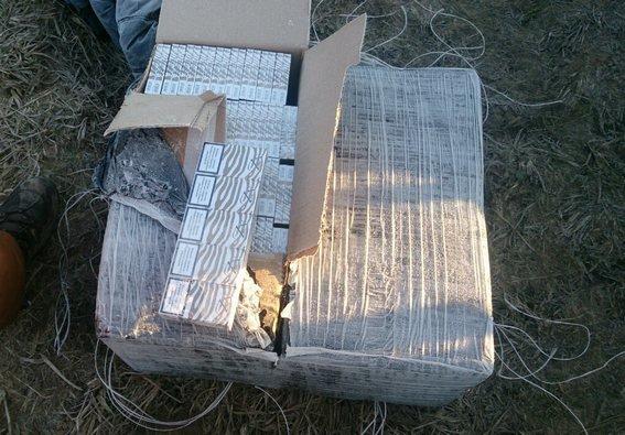 На кордоні затримали контрабандистів, які на мотодельтаплані переправляли через кордон сигарети (ФОТО) (фото) - фото 3