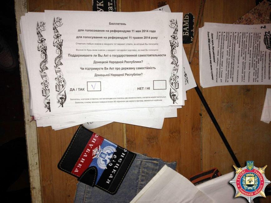 В Красноармейске ликвидировали склад с оружием, агитматериалами и символикой «ДНР», фото-4
