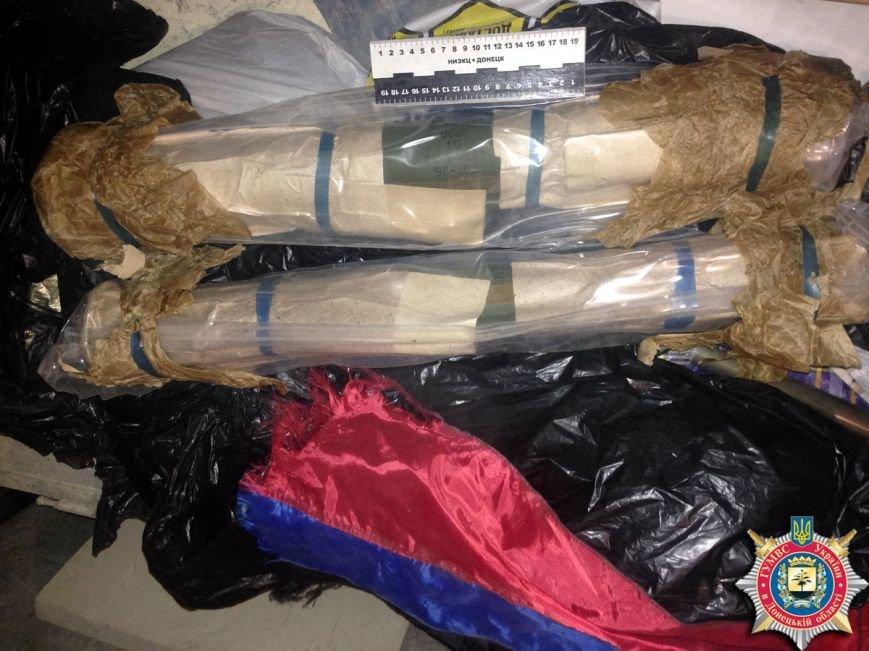 В Красноармейске ликвидировали склад с оружием, агитматериалами и символикой «ДНР», фото-6