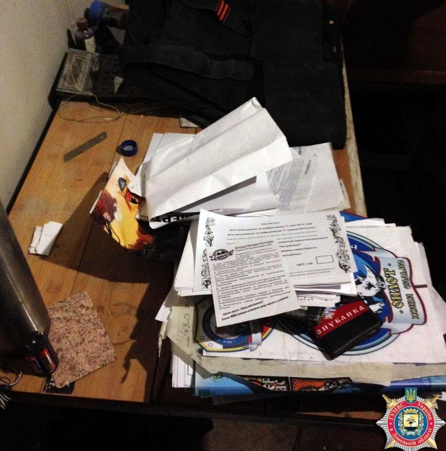 В Красноармейске ликвидировали склад с оружием, агитматериалами и символикой «ДНР», фото-5
