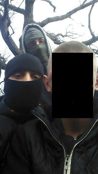 Задержанный активистами наркоторговец попросил сделать селфи с «Правым сектором» (ФОТО) (фото) - фото 1