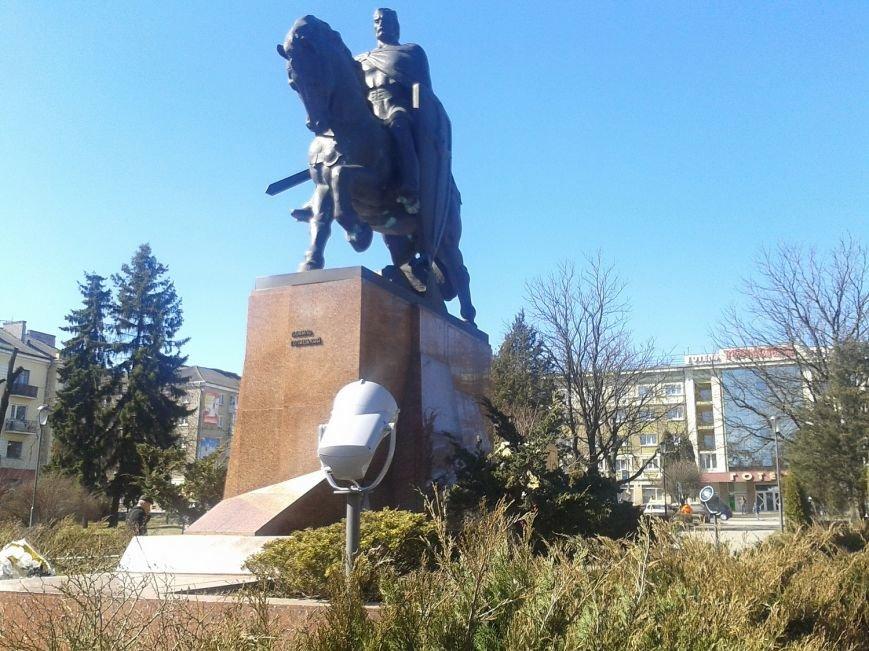 У Тернополі пам'ятник Данилу Галицькому відтепер підсвічуватимуть 4 прожектори (фото) (фото) - фото 1