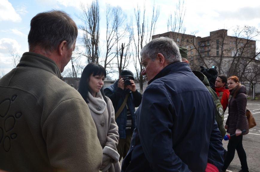 В Мариуполе вдове погибшего главы милиции из Дебальцево пообещали квартиру в Киеве (ФОТО), фото-1