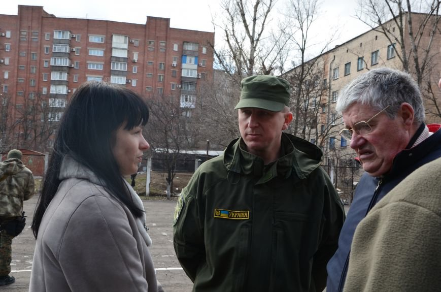 В Мариуполе вдове погибшего главы милиции из Дебальцево пообещали квартиру в Киеве (ФОТО), фото-3