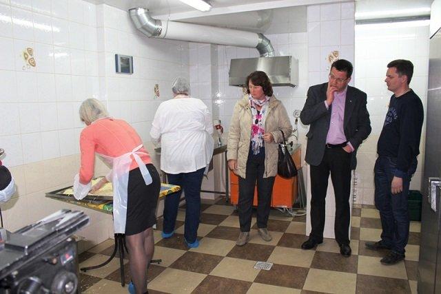 Міський голова Черкас Сергій Одарич відвідав лінію з виробництва сухих борщів для АТО, фото-1