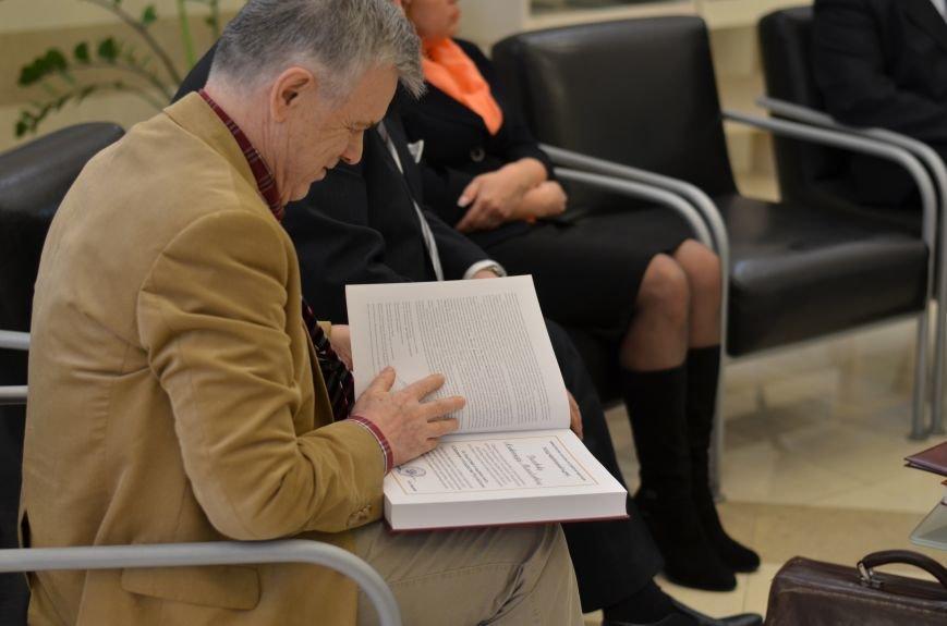 Российский академик купил для крымских библиотек 17 тысяч книг (ФОТО), фото-7